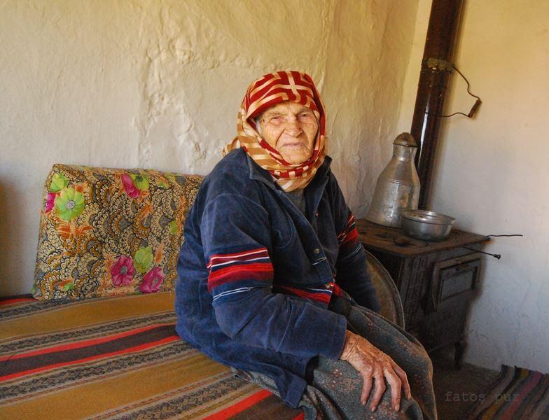 104 Yaşındaki Fatma Nine