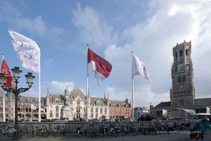 Brugge Grote markt ve Berfy kulesi